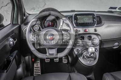 Auto Fiat 695 Abarth 70° Anniversario particolare del cruscotto