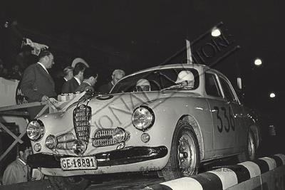 XXII Mille Miglia auto Alfa Romeo 1900 Ti numero 336 di Marcel Stern - Robert Barbey alla partenza